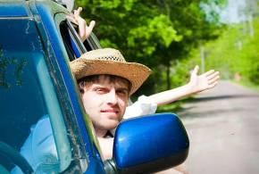 Chystáte se na dovolenou autem? Podívejte se, co vše pokrývá vaše pojištění.