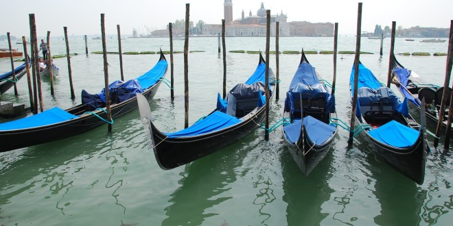 Město gondol a karnevalu – italské Benátky
